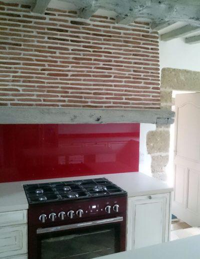Rénovation brique et enduit sur hotte In'terrae matières décoratives en vendée et loire atlantique